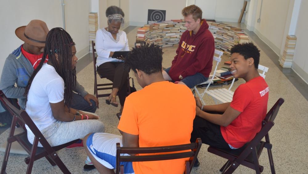 Jamala Rogers from the Saint Louis Mental Health Board meets with Stitchers Teen Council members to discuss their youth mini-grant. Watch the videos shared with her by Stitchers teens below.